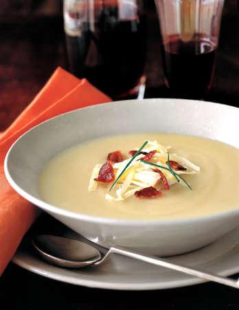 sopa, entrada de aperitivo, sopa de patata principal y cremosa con bacon
