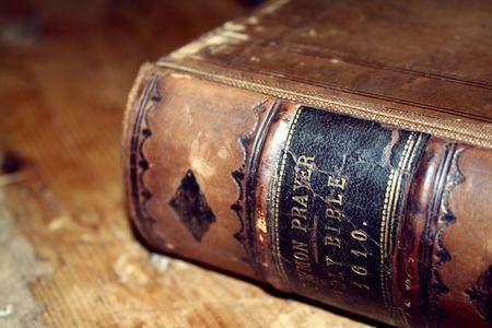 salmo: Un vecchio bibbia ancora in uso.  Archivio Fotografico