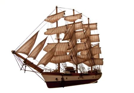 rudder: Un modello di un vecchio clipper su sfondo bianco.
