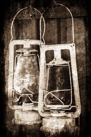 paraffine: Abstract beeld met een grunge effect van twee oude vintage paraffine lampen. Stockfoto