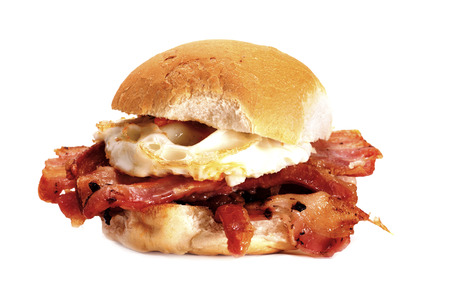 bacon fat: A delicious bacon and egg bun on a white background. Bacon and egg bun. Stock Photo