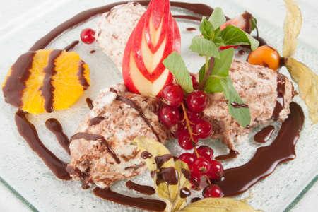 dessert plate: Piatto Dessert - Crema budino gelato Archivio Fotografico
