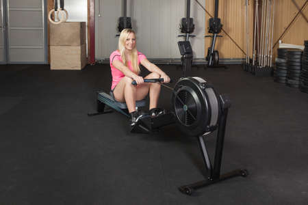 gym dress: Woman on a rowing machine - fitness