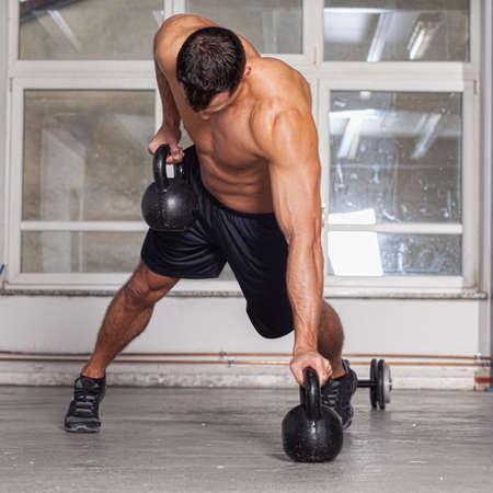 abdominal fitness: kettlebells tire hacia arriba crossfit