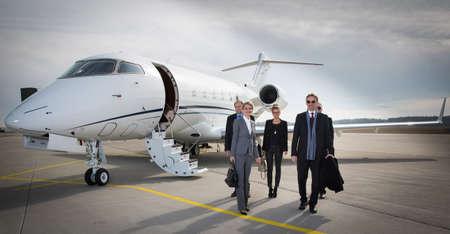 QUipe d'affaires exécutif laissant jets d'affaires Banque d'images - 37885653