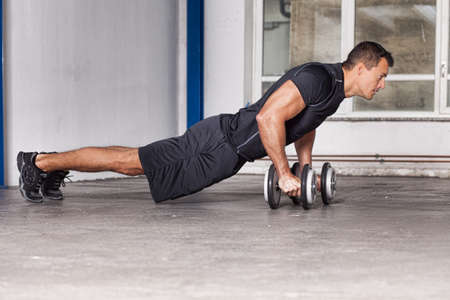 man push up on barbell