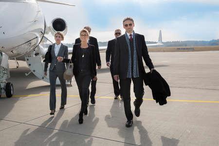 donna ricca: business team dirigente lasciando jet aziendale Archivio Fotografico