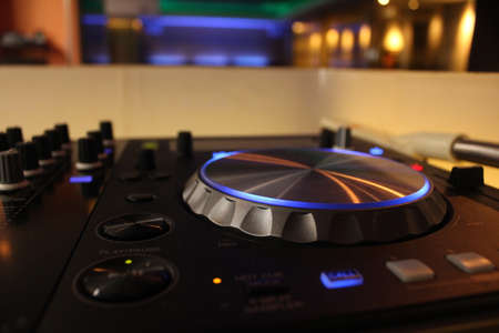 DJ audio mixer and spinner