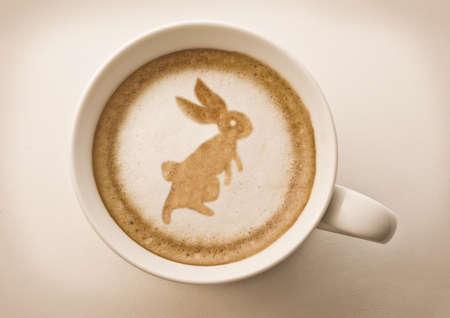 arbol de cafe: Conejo de Pascua en Copa de arte caf� latte
