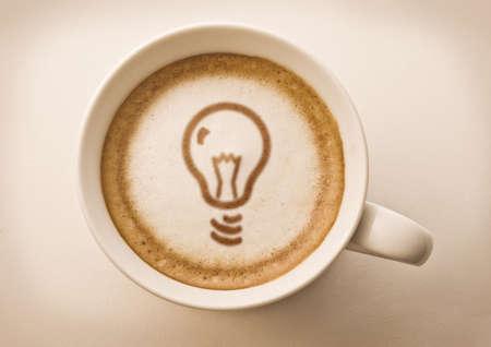 cappuccino: lumi�re l'art du caf� ampoule Banque d'images