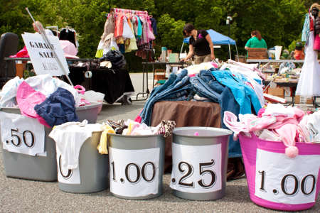 Lilburn, GA, USA - April 21:  Shoppers look over merchandise on sale for dirt cheap prices at the Lilburn citywide garage sale, held in the city hall parking lot. Redactioneel