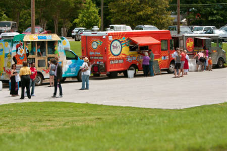 Atlanta, GA, USA - May 25, 2012:  Patrons buy food from food trucks at the GREAT festival, an event celebrating Great Britain and the United Kingdom. Redactioneel