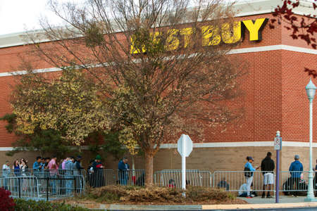 christmas spending: Buford, GA, USA - November 24, 2016:  Customers line up behind a barricade on Thanksgiving day as they wait for Best Buy to open later that day, on November 24, 2016 in Buford, GA. Editorial