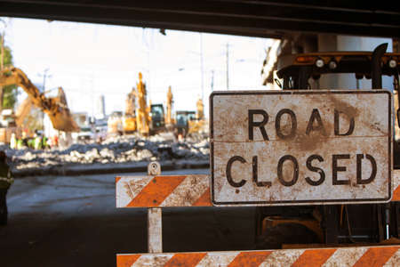 Worn Road Closed barricade blocks road at Atlanta collapsed interstate bridge construction site. Banco de Imagens