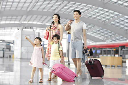 Young family walking at the airport LANG_EVOIMAGES