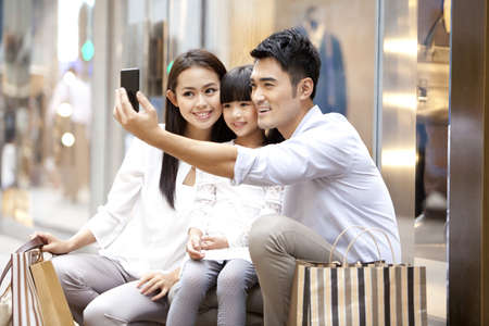 Young family doing self portrait photography in Hong Kong LANG_EVOIMAGES