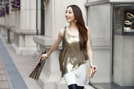 Fashionable young woman shopping in Hong Kong LANG_EVOIMAGES