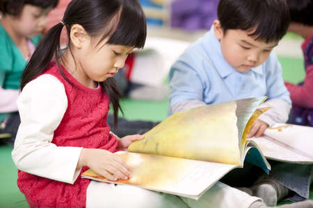 Cute little girl and little boy reading books LANG_EVOIMAGES