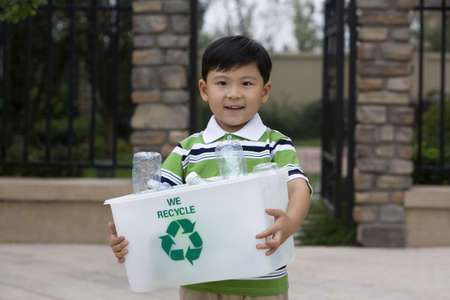 Little boy holding recycling box LANG_EVOIMAGES