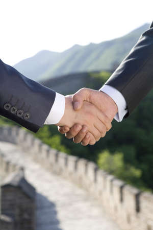mutianyu: Businessmen shaking hands on the Great Wall LANG_EVOIMAGES