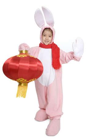 niños vistiendose: Niña celebrando el año del conejo LANG_EVOIMAGES