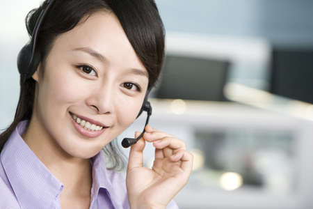 handsfree telephone: Office worker with a headset LANG_EVOIMAGES