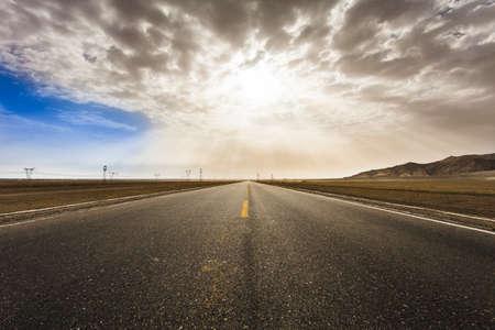 vanishing point: Road, Qinghai Province