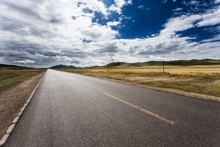 thoroughfare: Road in Tibet, China