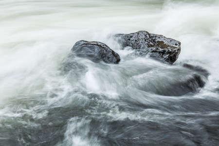 Rocas en el río, China
