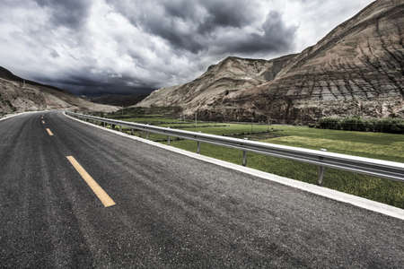 swerving: Road and mountains in Tibet, China LANG_EVOIMAGES