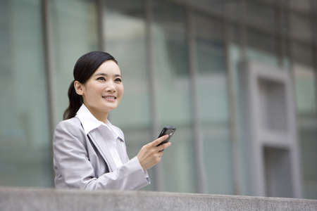 Businesswoman using cellphone LANG_EVOIMAGES