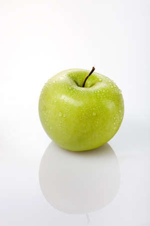 granny smith: Wet Granny Smith Apple on White Background LANG_EVOIMAGES