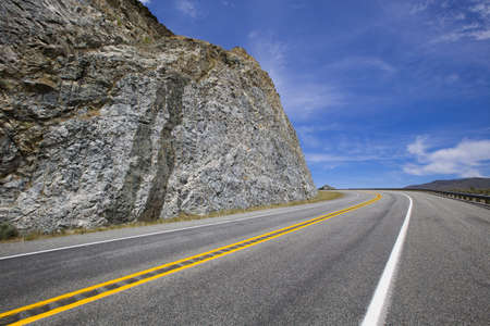 vanishing point: Road going through the mountains LANG_EVOIMAGES