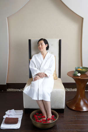 oriental bathrobe: Woman relaxing in a foot bath LANG_EVOIMAGES