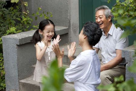 Young Chinese girl with grandparents LANG_EVOIMAGES