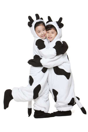 Children in cow costumes hugging each other LANG_EVOIMAGES