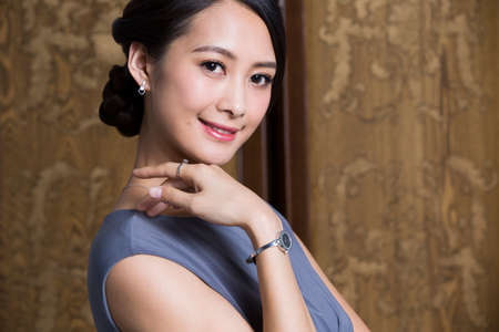 Portrait of elegant young woman LANG_EVOIMAGES