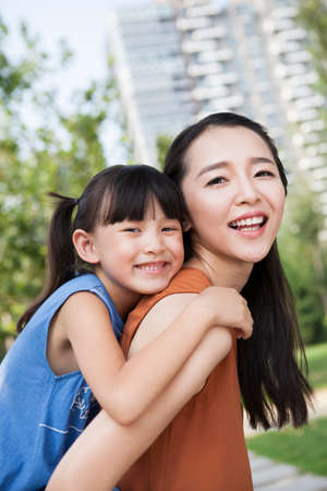 Portrait of happy mother and daughter LANG_EVOIMAGES