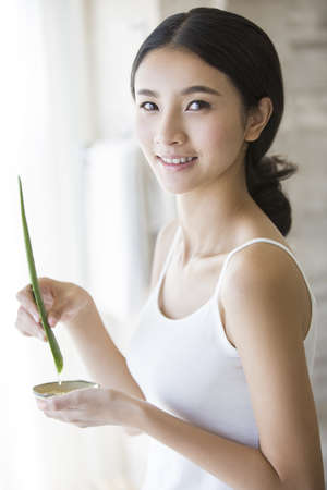 Young woman with natural aloe vera LANG_EVOIMAGES