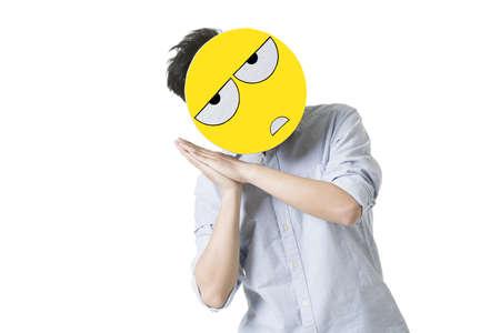 Mladý muž s obličejovou obličejovou tváří před obličejem LANG_EVOIMAGES