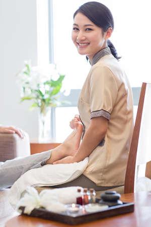 Foot massage LANG_EVOIMAGES