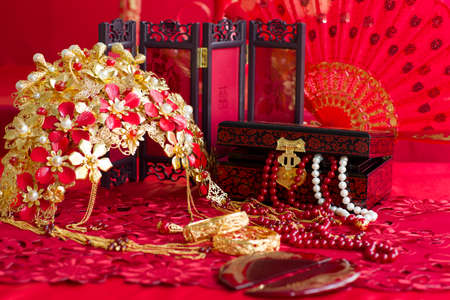 screen partition: Traditional Chinese wedding elements LANG_EVOIMAGES