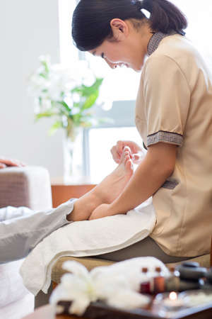 Foot massage LANG_EVOIMAGES