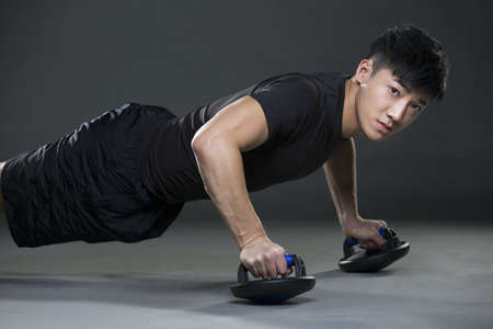 muscle gain: Young man doing push-ups