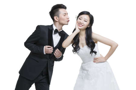 falling out: Happy bride and groom LANG_EVOIMAGES