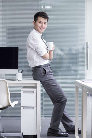 Chinese businessman taking a coffee break LANG_EVOIMAGES