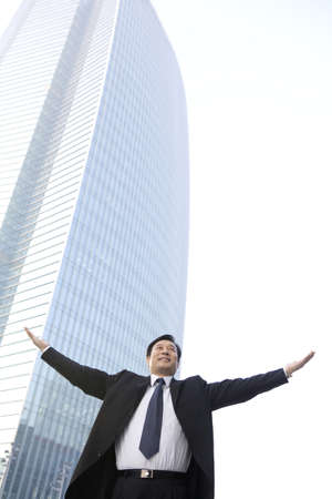 world at your fingertips: Business Leader With Arms Outstretched LANG_EVOIMAGES