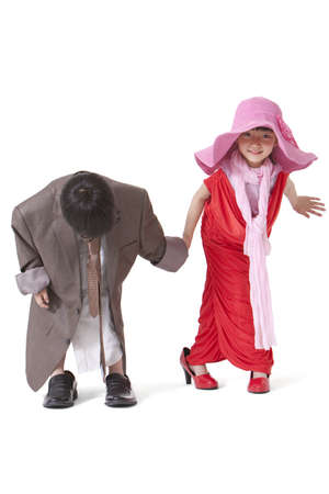 niños vistiendose: Boy and girl dressing up like adults