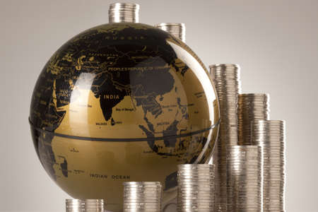 large group of business people: Coins and globe LANG_EVOIMAGES
