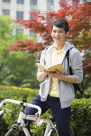 transportation: Male college student reading a book LANG_EVOIMAGES